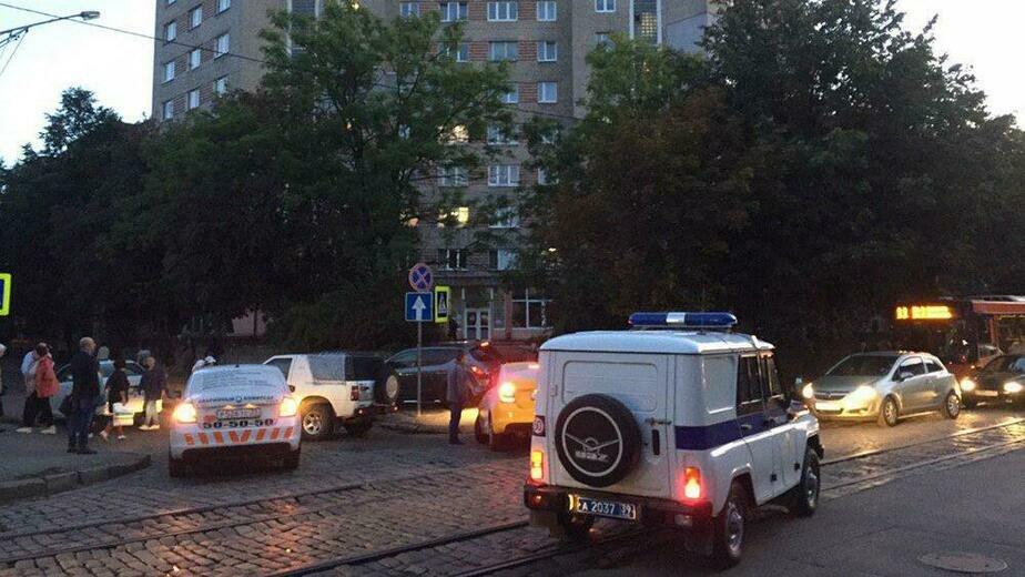 ДТП на перекрёстке ул. Киевской и Морозова частично заблокировало движение - Новости Калининграда | Фото очевидца
