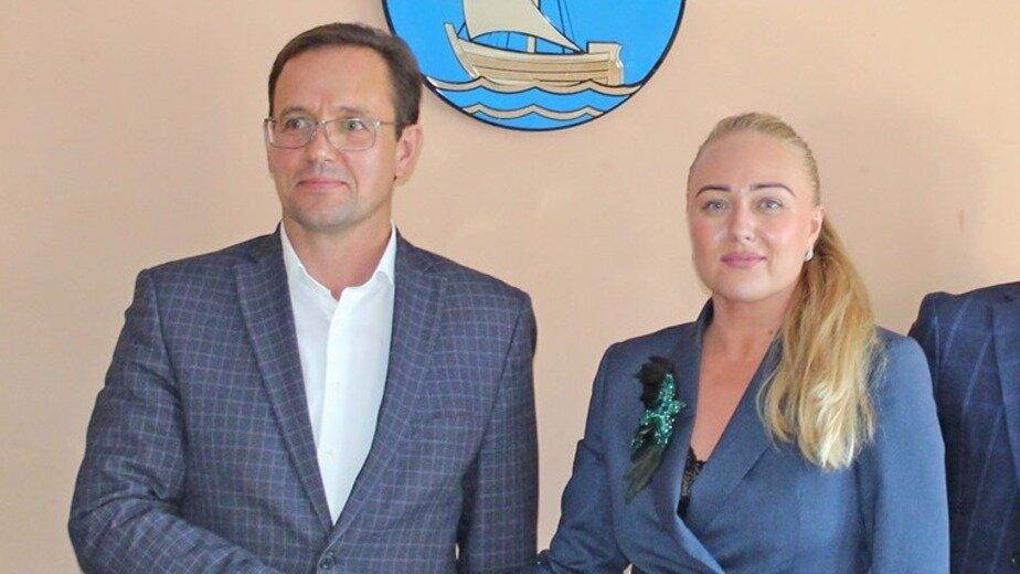На фото: Елена Широченко и Павел Полищук | Фото: администарция Пионерского городского округа / Facebook