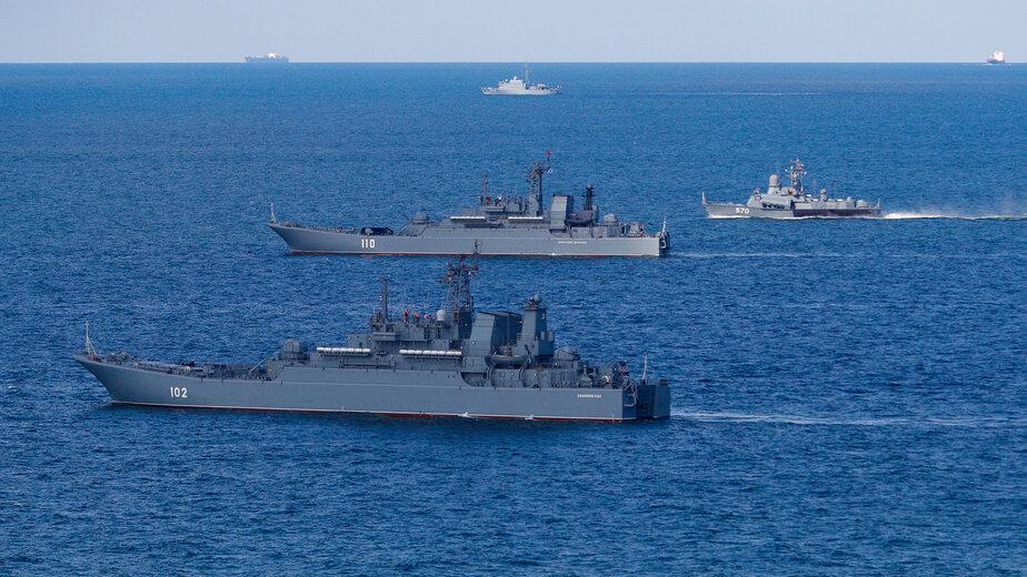 Экипаж десантного корабля Балтфлота в море установил противолодочное минное заграждение - Новости Калининграда | Фото: пресс-служба ЗВО по Балтийскому флоту