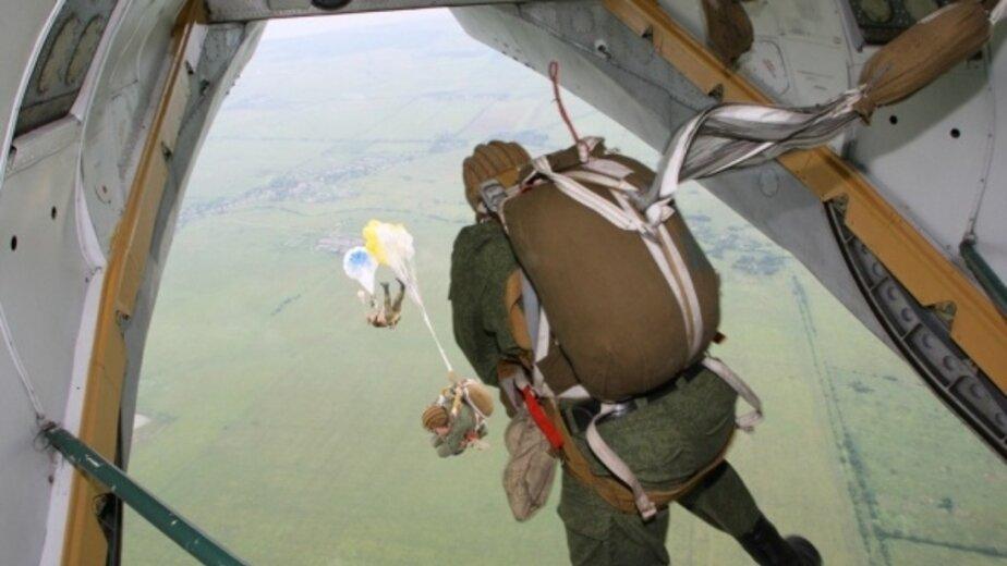 Разведчики Балтфлота отработали парашютные прыжки с 800-метровой высоты - Новости Калининграда | Фото: пресс-служба ЗВО по Балтийскому флоту