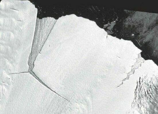 Айсберг размером с восемь Калининградов откололся от Антарктиды и движется на запад - Новости Калининграда | Фото: NASA