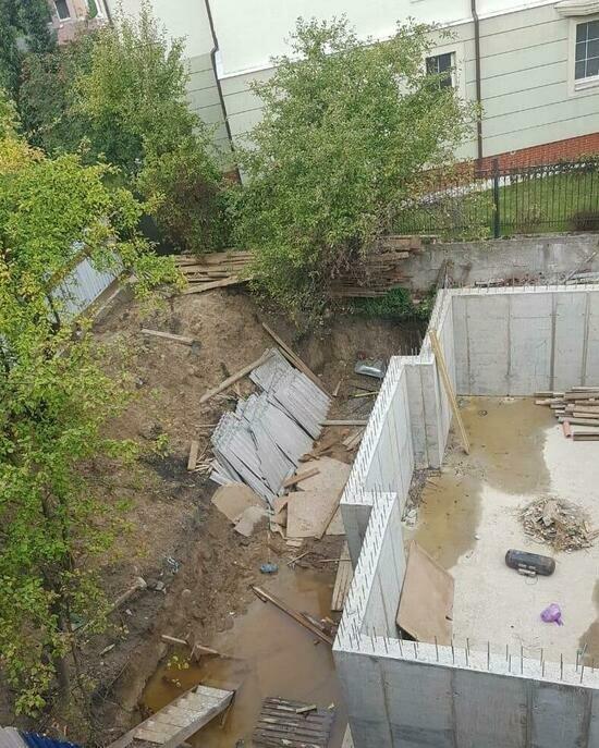 В Калининграде частник начал строить особняк вплотную к трёхэтажному жилому дому   - Новости Калининграда   Фото: очевидцы