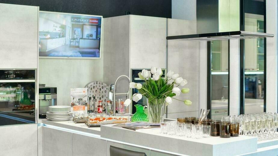 Кухни от классики до современности: Lazurit открыл в центре Калининграда новый кухонный салон - Новости Калининграда