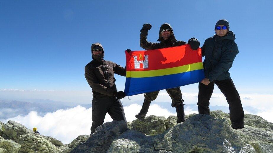Калининградец поднял флаг региона на высочайшем вулкане Азии (фото) - Новости Калининграда | Фото: Кирилл Иванов