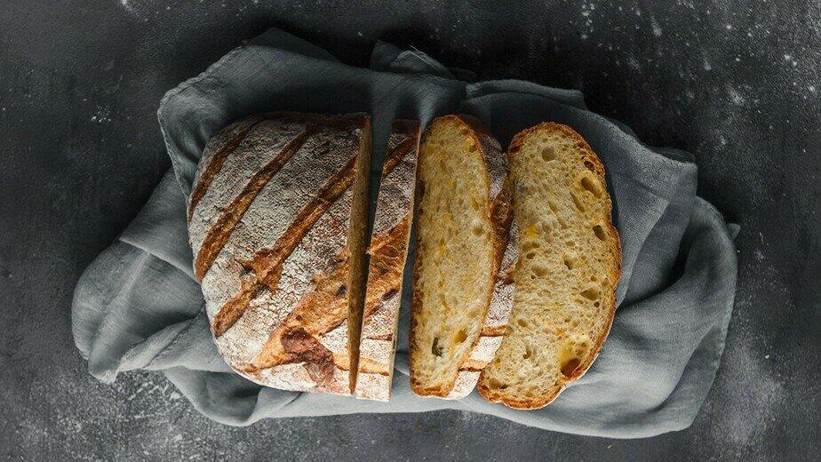 Хлеб тыквенный с халапеньо и сыром