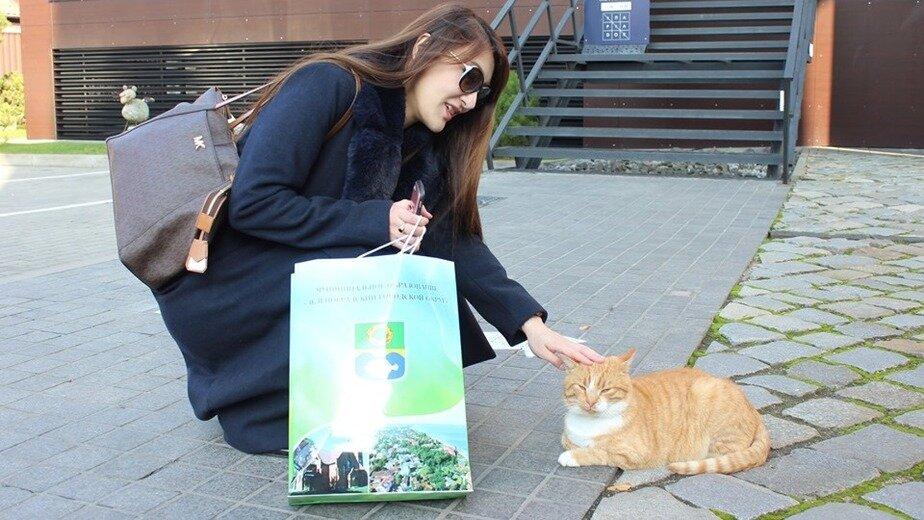 """На фото: гостья из Японии Аки Саики   Фото: газета """"Волна"""""""