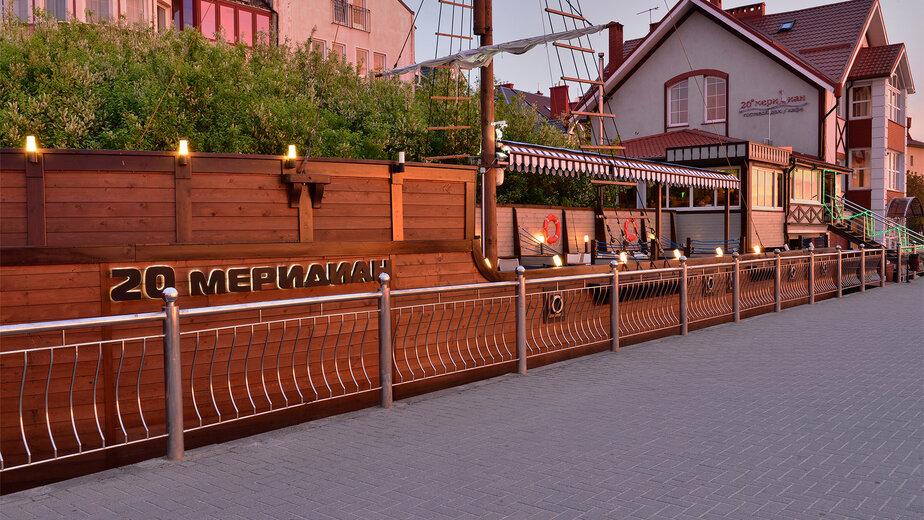 В Зеленоградске из-за строительства велодорожки от Куршской косы разобрали летнее кафе-корабль - Новости Калининграда | Фото: официальная страница гостевого дома