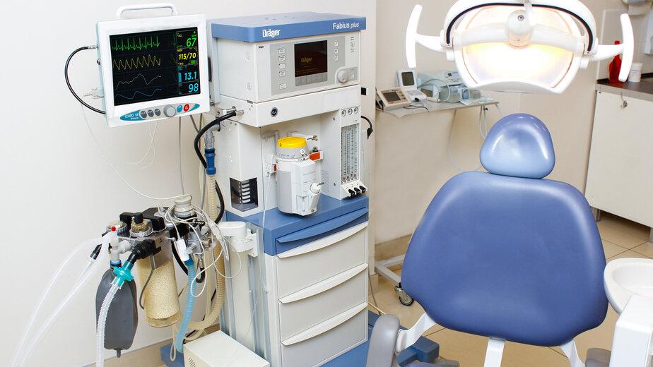 Стоматологический кабинет для лечения под общим наркозом оснащён всем необходимым оборудованием