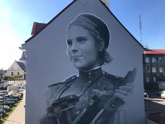 На фасаде дома в Гвардейске появился портрет снайпера Розы Шаниной - Новости Калининграда | Фото: пресс-служба регионального правительства
