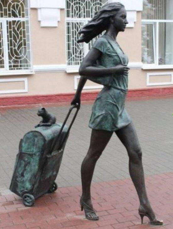 В центре Зеленоградска установят скульптуру девушки с чемоданом и котом - Новости Калининграда | Фото: госзакупки