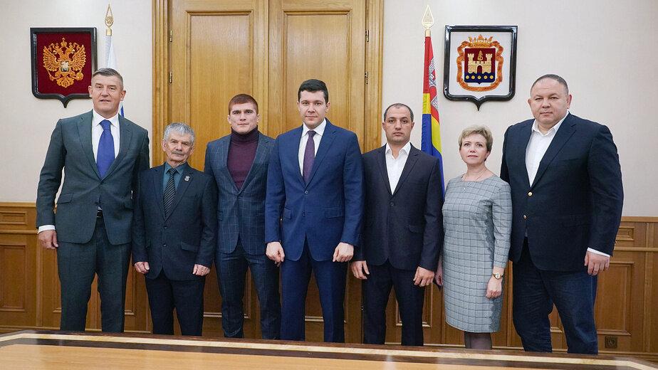 Муса Евлоев (третий слева)  | Фото: министерство спорта Калининградской области