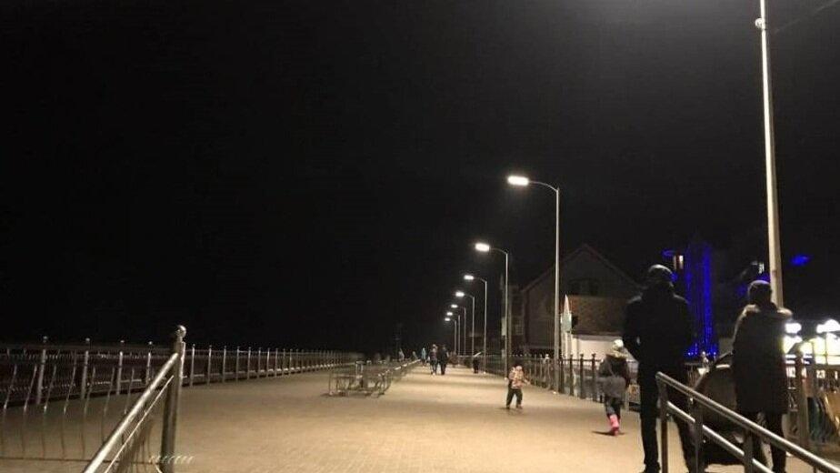 На променаде в Зеленоградске установили светильники, которые экономят электроэнергию   - Новости Калининграда | Фото: пресс-служба администрации Зеленоградского городского округа