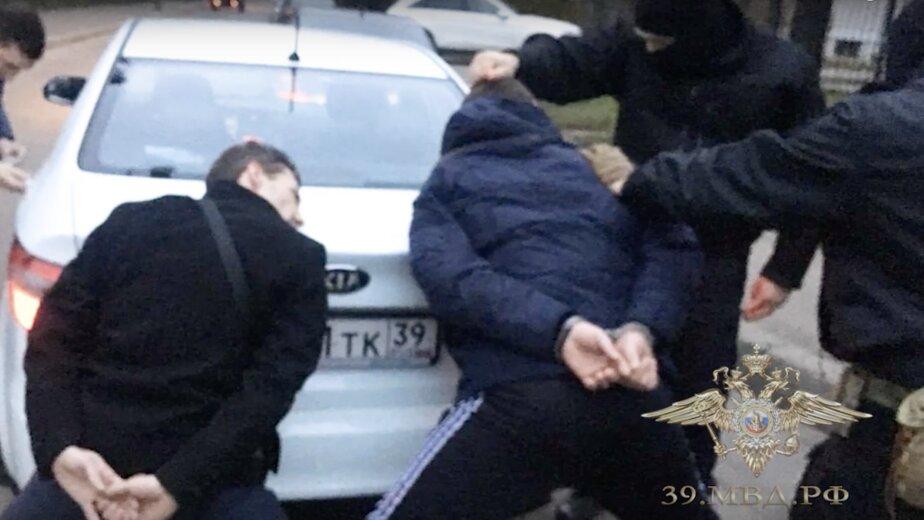 Задержан калининградец, который под видом полицейского ограбил прохожего  (видео) - Новости Калининграда   Изображение: кадр из видео