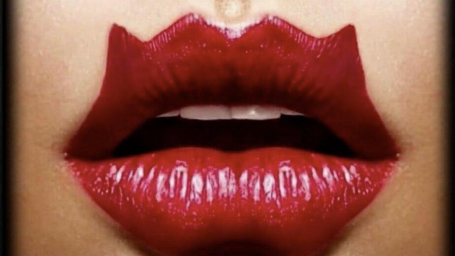 """Косметолог оценила опасность тренда на """"губы дьявола"""" - Новости Калининграда   Изображение: кадр из эфира телеканала """"360"""""""