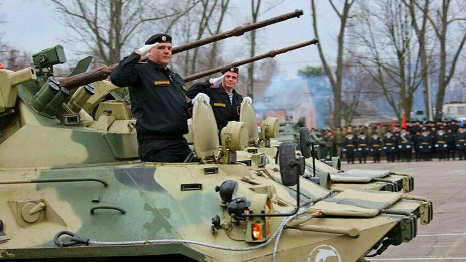 В Балтийске День морской пехоты отметили вальсом бронетранспортёров - Новости Калининграда | Фото: пресс-служба ЗВО по Балтийскому флоту