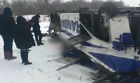 Опубликовано видео с места ДТП с автобусом в Забайкалье, в котором погибли 19 человек  - Новости Калининграда | Кадр видеозаписи