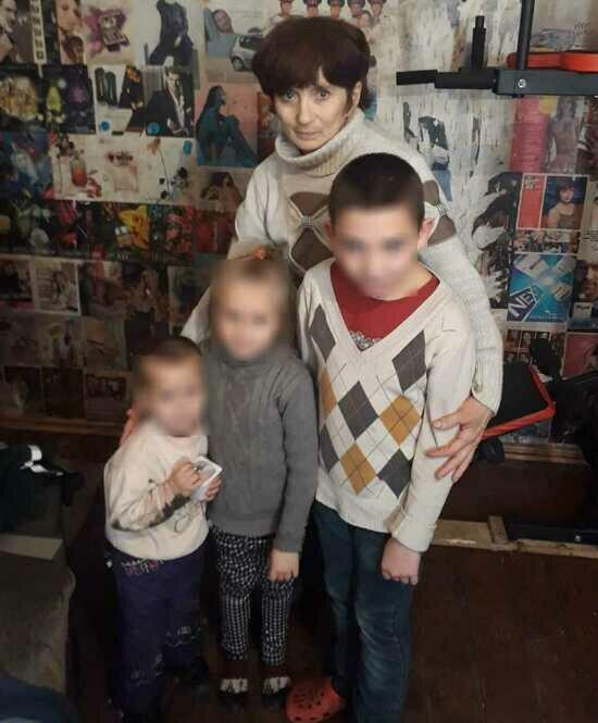 На фото мама погибшего и его племянники   Фото: знакомая Лёхи Татьяна