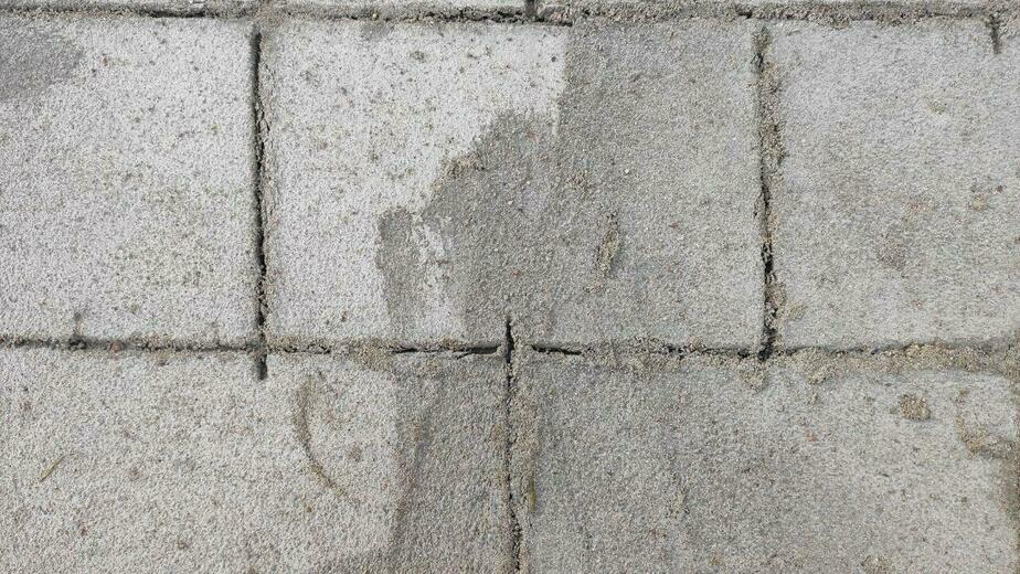 В мэрии объяснили, как на ул. Чекистов появилась рисованная плитка вместо настоящей  - Новости Калининграда | Фото: Илья Абросимов