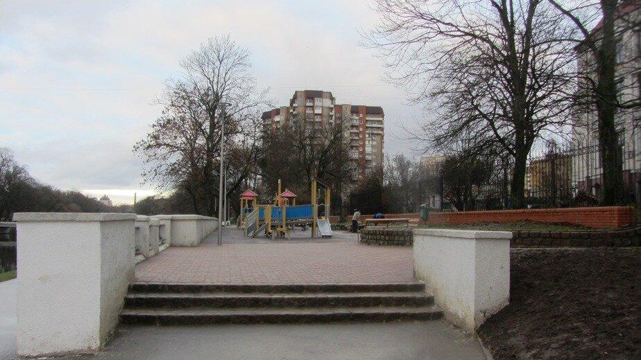 На территории Нижнего озера установили туалеты - Новости Калининграда | Фото: пресс-служба городской администрации