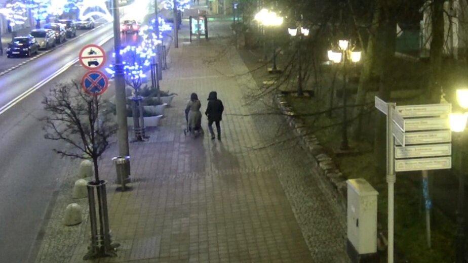 Трёхлетнего ребёнка пьяных россиян передали в приёмную семью: подробности ЧП в Гдыне - Новости Калининграда | Кадр видеозаписи с камер наблюдения