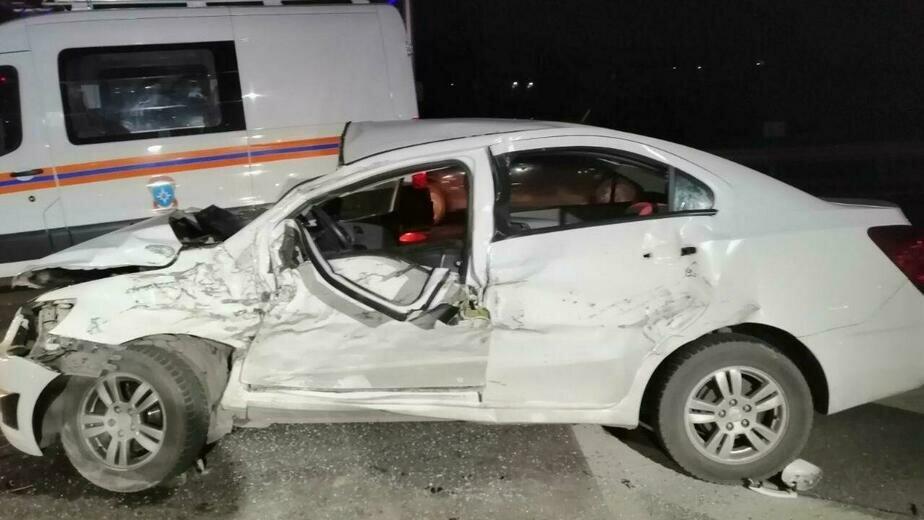 Под Калининградом в лобовом столкновении Chevrolet и грузовика Renault погибла водитель легковушки (фото, обновлено)   - Новости Калининграда | Фото: очевидец