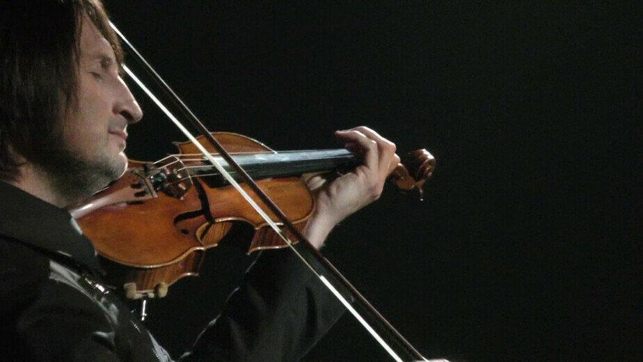 В Калининградскую область с концертом приедет скрипач, игравший для Плющенко на Олимпиаде-2006 - Новости Калининграда   Кадр из видеовыступления Эдвина Мартона