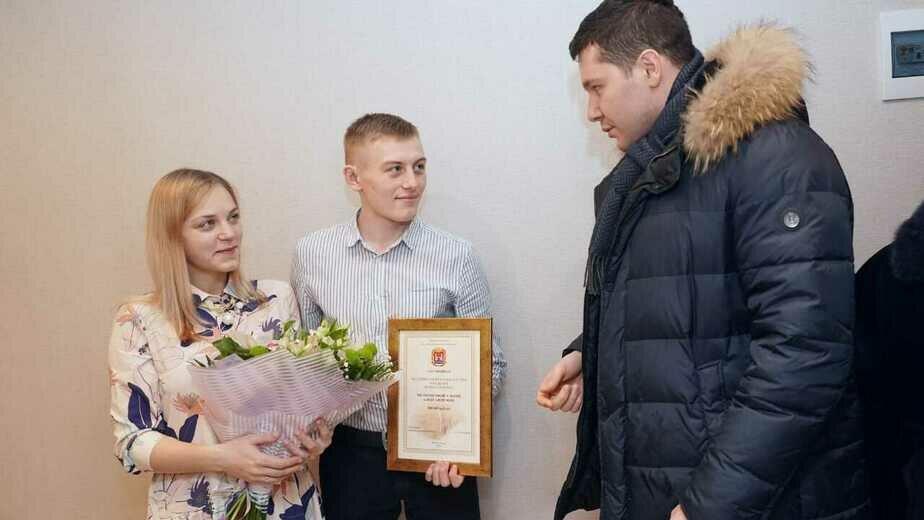 В Калининградской области впервые вручили сертификат за рождение первенца - Новости Калининграда | Фото: пресс-служба регионального правительства