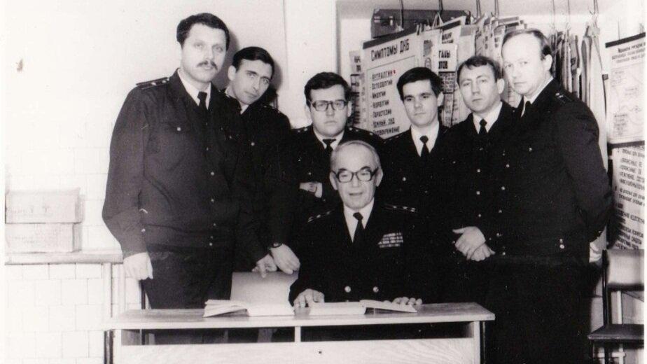 Михаил Емельяненко и группа слушателей академии, 1986 год | Фото: личный архив