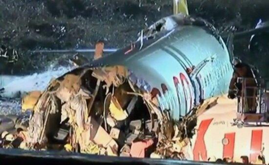 Число пострадавших при жёсткой посадке самолёта в Стамбуле выросло до 157, один человек погиб   - Новости Калининграда   Кадр видеозаписи с места катастрофы