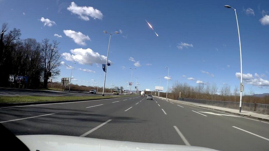 В Хорватии сняли на видео взрыв метеорита в небе над городом - Новости Калининграда | Изображение: кадр из видео