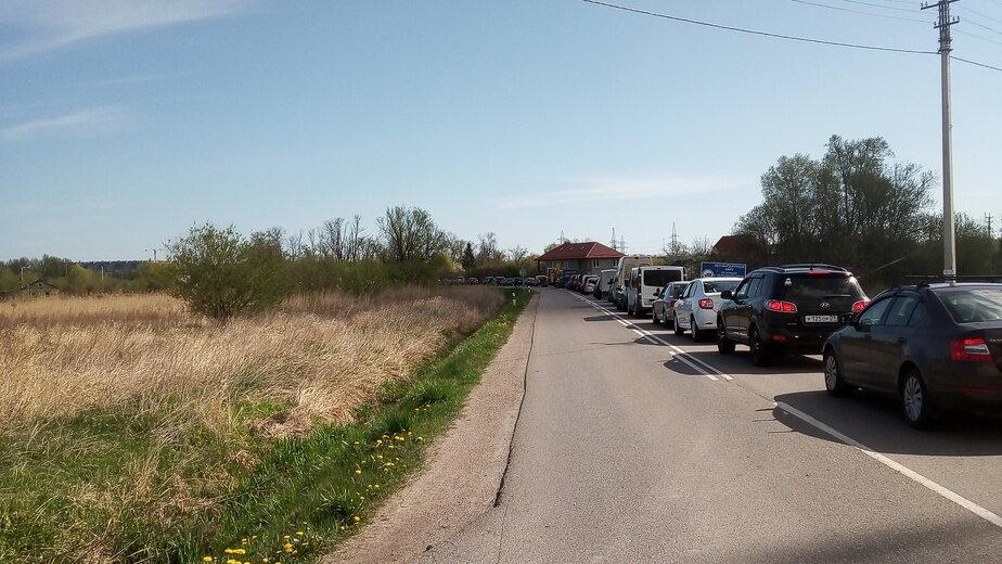 На фото — пробка на въезде в Зеленоградск | Фото: очевидец