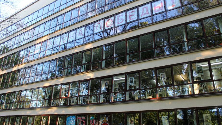 На окнах научной библиотеки в Калининграде разместили более двухсот портретов героев войны - Новости Калининграда   Фото: пресс-служба правительства региона