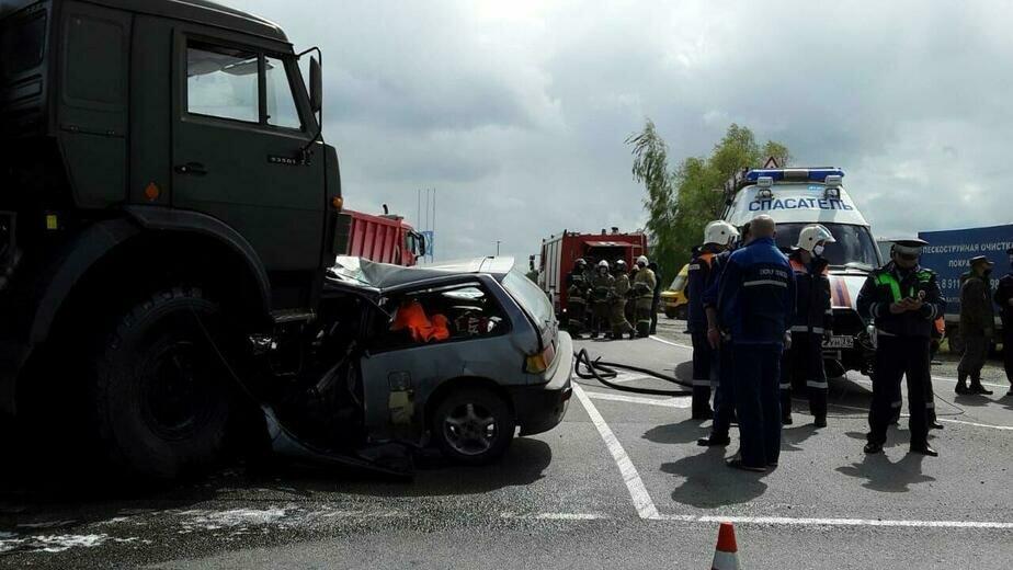 После смертельного ДТП с военным грузовиком и Honda Civic на ул. Емельянова возбудили уголовное дело - Новости Калининграда | Фото: очевидец