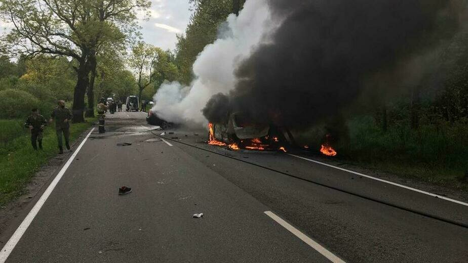 Очевидцы: на балтийской трассе столкнулись и загорелись две машины (фото, видео) - Новости Калининграда | Фото: очевидец