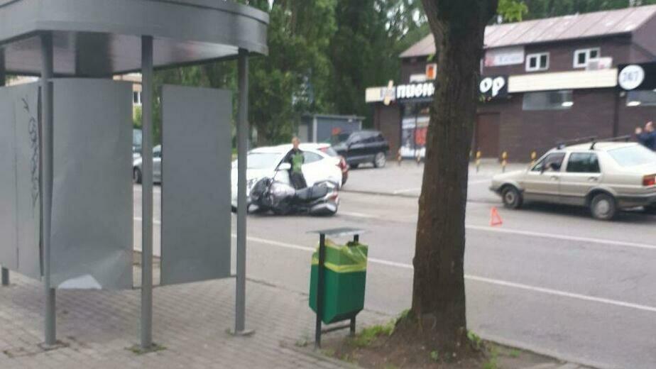 На Борзова собралась пробка из-за ДТП с мотоциклом (фото) - Новости Калининграда   Фото очевидца