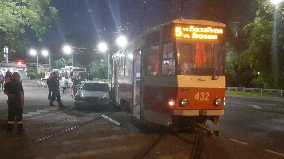 На Киевской трамвай сошёл с рельсов из-за ДТП с легковушкой (фото)   - Новости Калининграда | Фото: очевидец