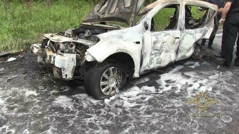 Скончался третий участник ДТП на балтийской трассе, где загорелся Renault Sandero - Новости Калининграда | Фото: пресс-служба регионального УМВД