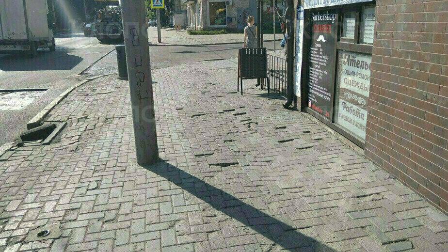 Реклама и разбитые тротуары: как изменился Калининград спустя год после прогулки Силанова и Варламова - Новости Калининграда | Фото: Константин Сериков