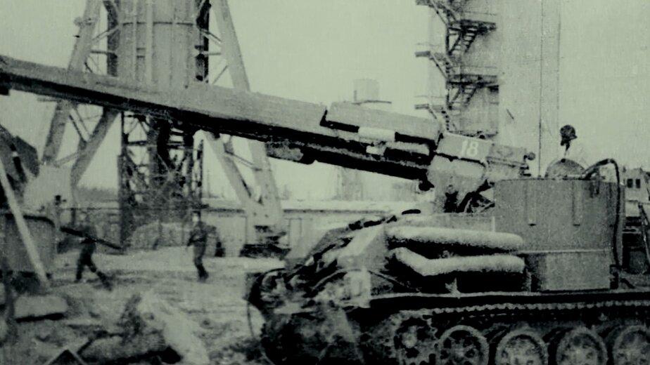 Работа боевой машины разграждения в Чернобыле возле реактора   Фото: музей Калининградского филиала Санкт-Петербургского университета МВД России
