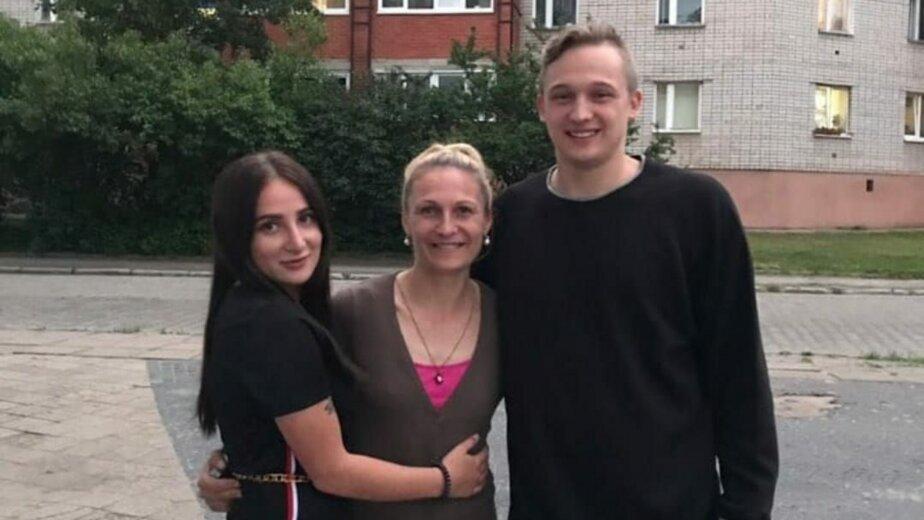 На фото Данила Ковалевский, его мама и сестра | Фото: личный архив семьи