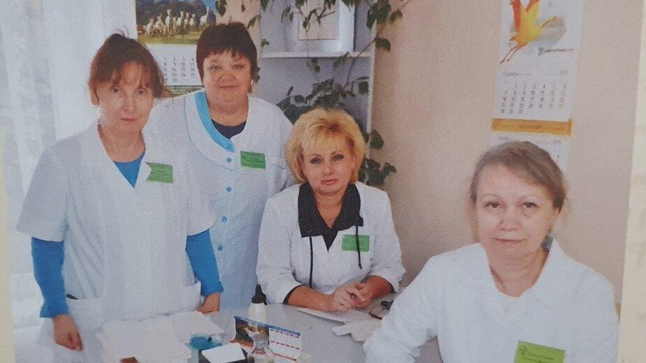 На фото: Валентина Колодяжная (вторая слева) | Фото: личный архив семьи