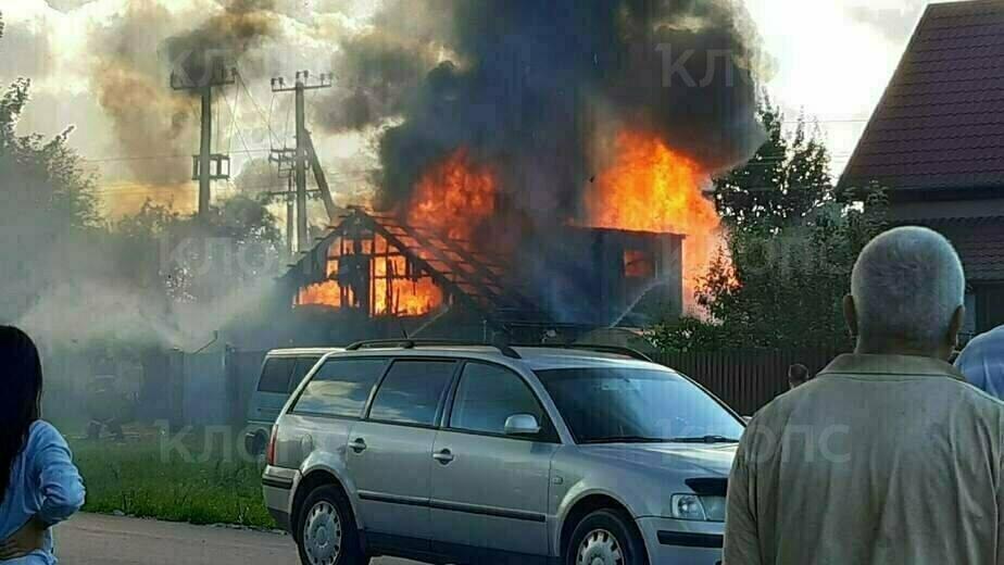 В Гурьевске очевидцы сняли крупный пожар в бане - Новости Калининграда | Фото очевидца