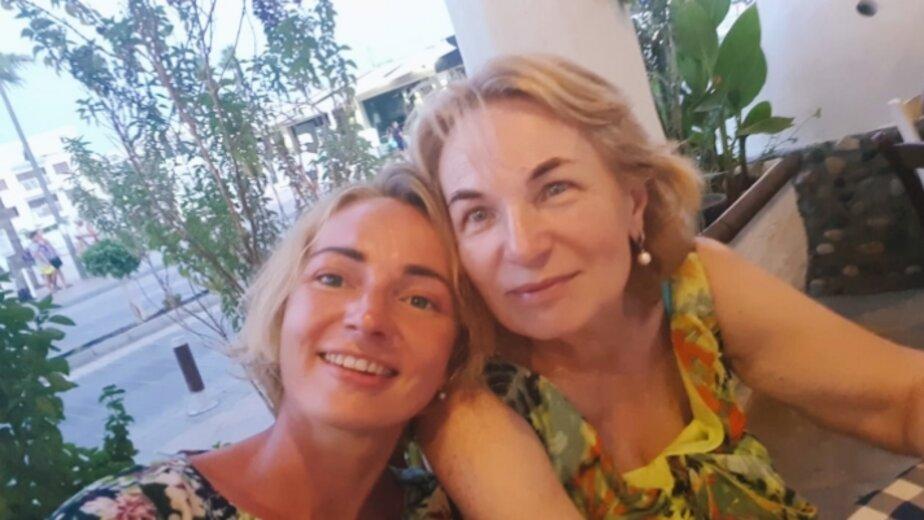На фото: Светлана Соловьёва (справа) с дочерью | Фото: личный архив семьи Соловьёвых