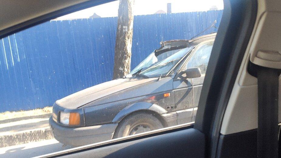 В Калининграде крюк крана зацепил и поднял над землёй легковушку с двумя пассажирами - Новости Калининграда   Фото: очевидец