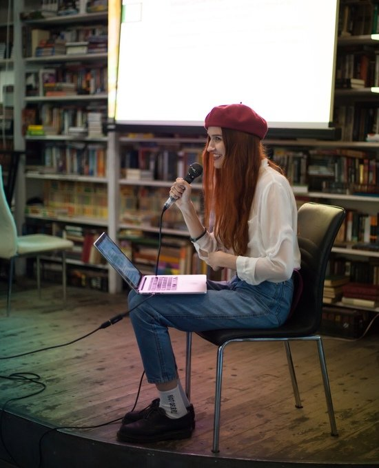 На встречах феминистки делятся историями из жизни | Фото: Дарья Яковлева