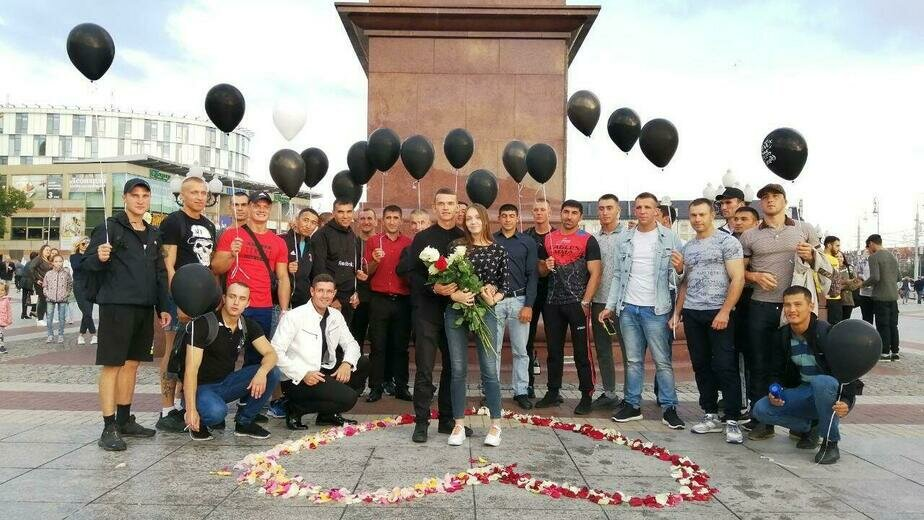 В центре Калининграда парень сделал предложение на глазах у десятков прохожих (видео) - Новости Калининграда   Фото: Светлана Андрюхина