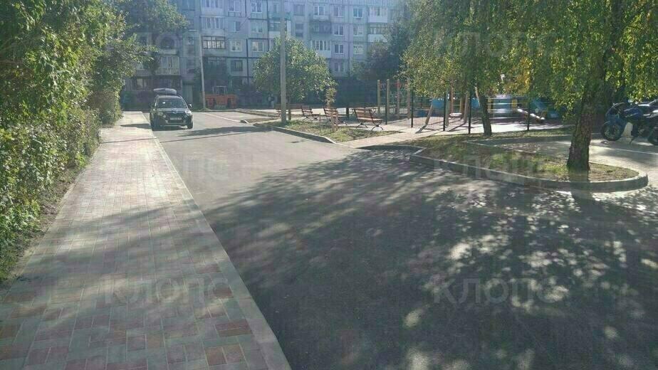 Детские площадки, тротуары и скамейки: как благоустраивают дворы в Калининграде (фото) - Новости Калининграда | Фото: Константин Сериков