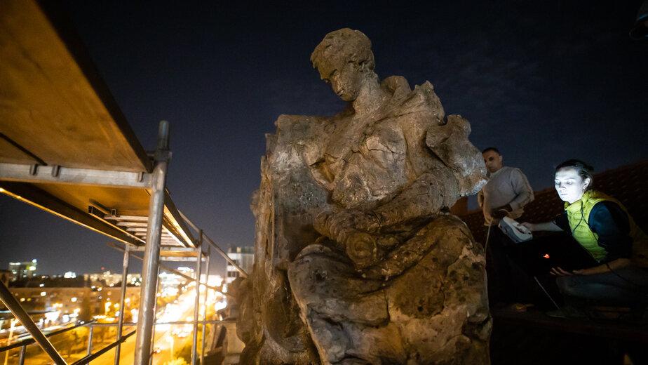 На Ленинском проспекте в Калининграде начали восстанавливать скульптуру на крыше исторического здания (фото) - Новости Калининграда   Фото: Александр Подгорчук