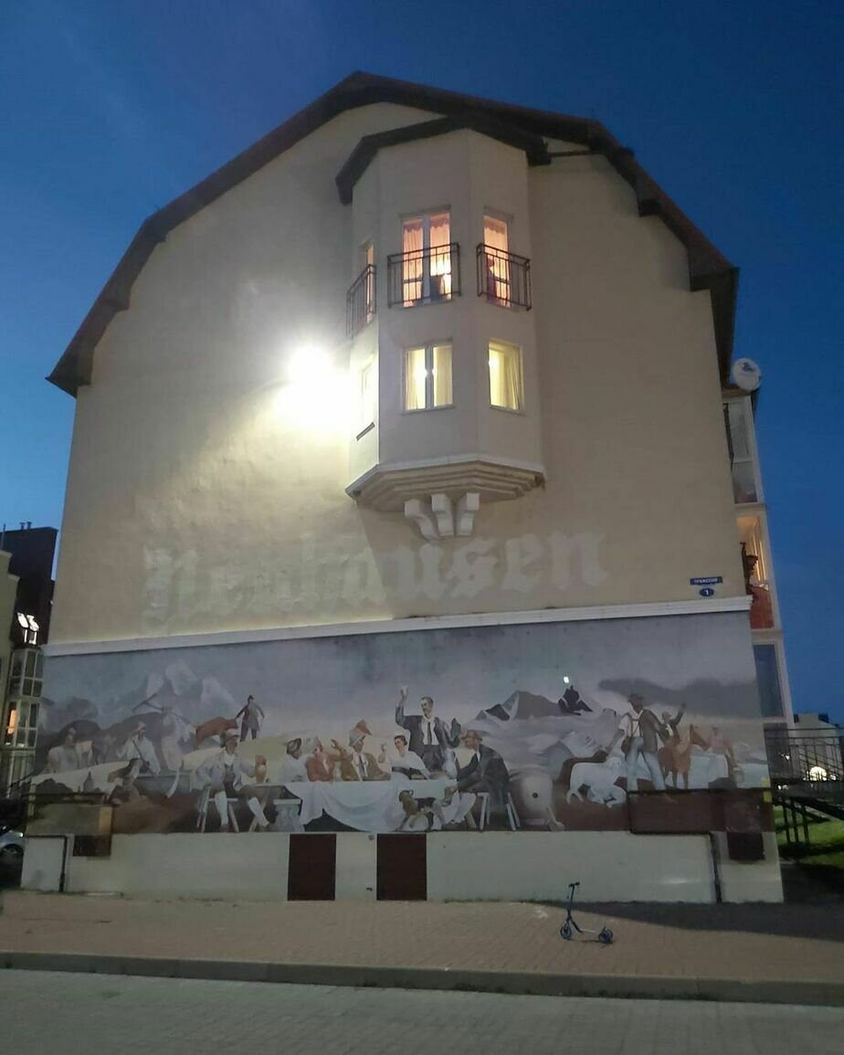 """Собственник рассказал, кто закрасил надпись """"Neuhausen"""" на стене дома в Гурьевске - Новости Калининграда   Фото: читатель """"Клопс"""""""