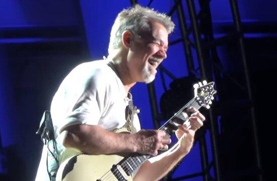 Умер гитарист и основатель американской хард-рок-группы Van Halen Эдвард ван Хален   - Новости Калининграда | Кадр видеозаписи